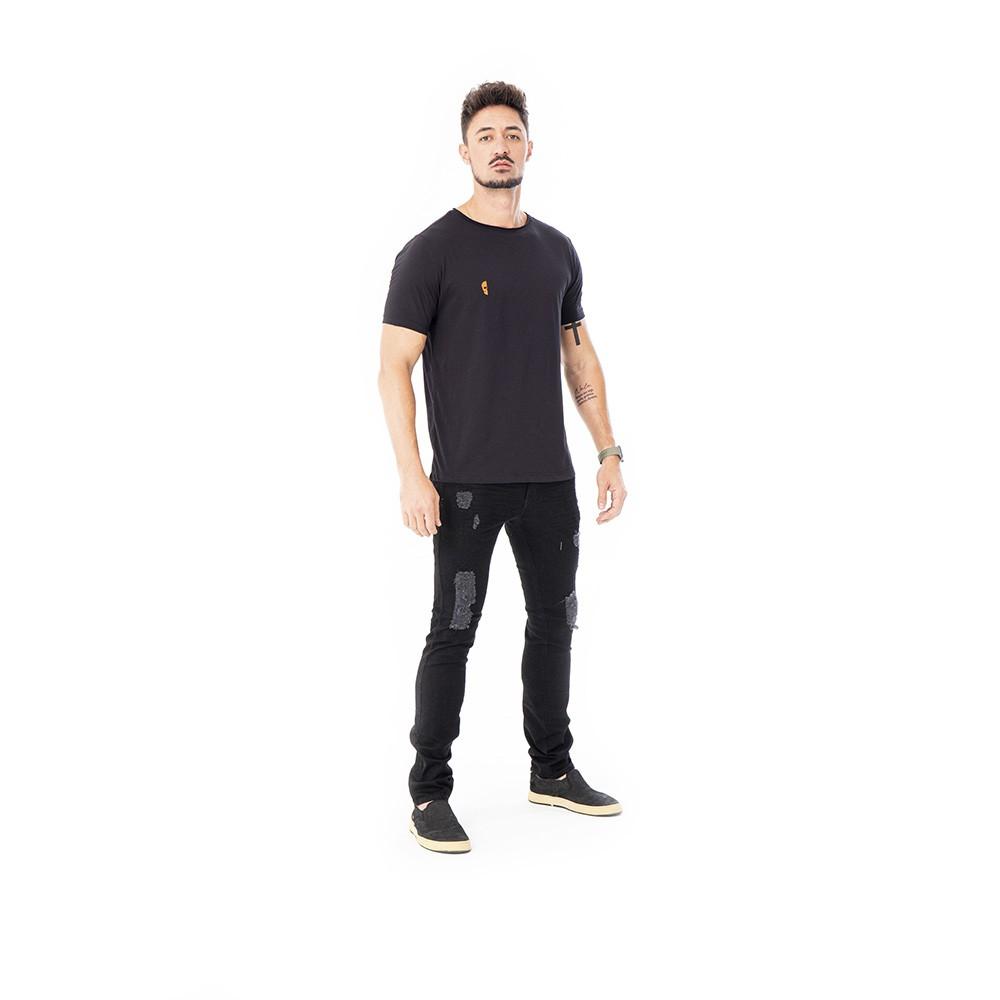 Camiseta preta algodao pima com estampa caveira laranja