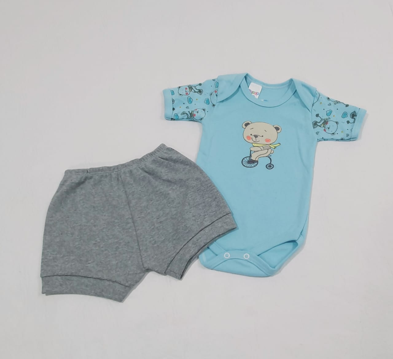 Conjuntinho Estampado e Bordado - Body e shorts - 02 Peças - 100% Algodão - Gente Miúda