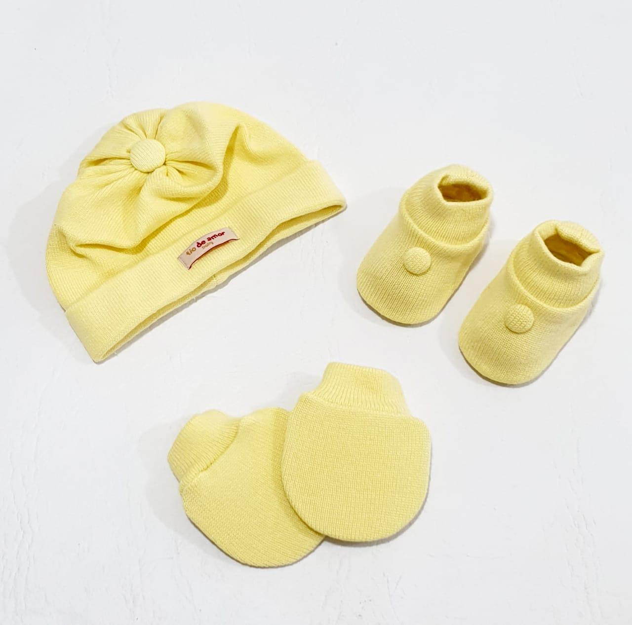 Kit 3 Peças - Touca Luva  e Sapatinho - Tamanho Único - Tricô -Feito a Mão - Fio de Amor