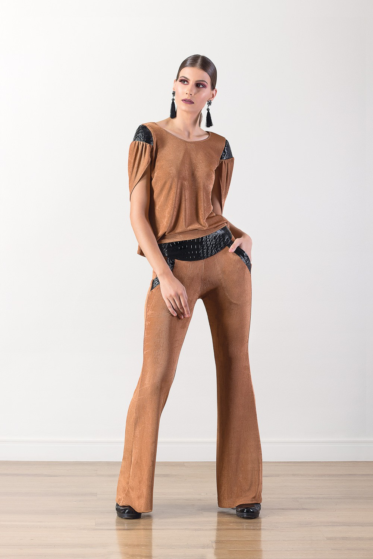 Blusa manga curta com detalhes em croco