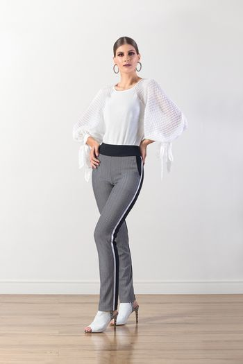 Blusa manga longa com detalhe em amarração nas mangas