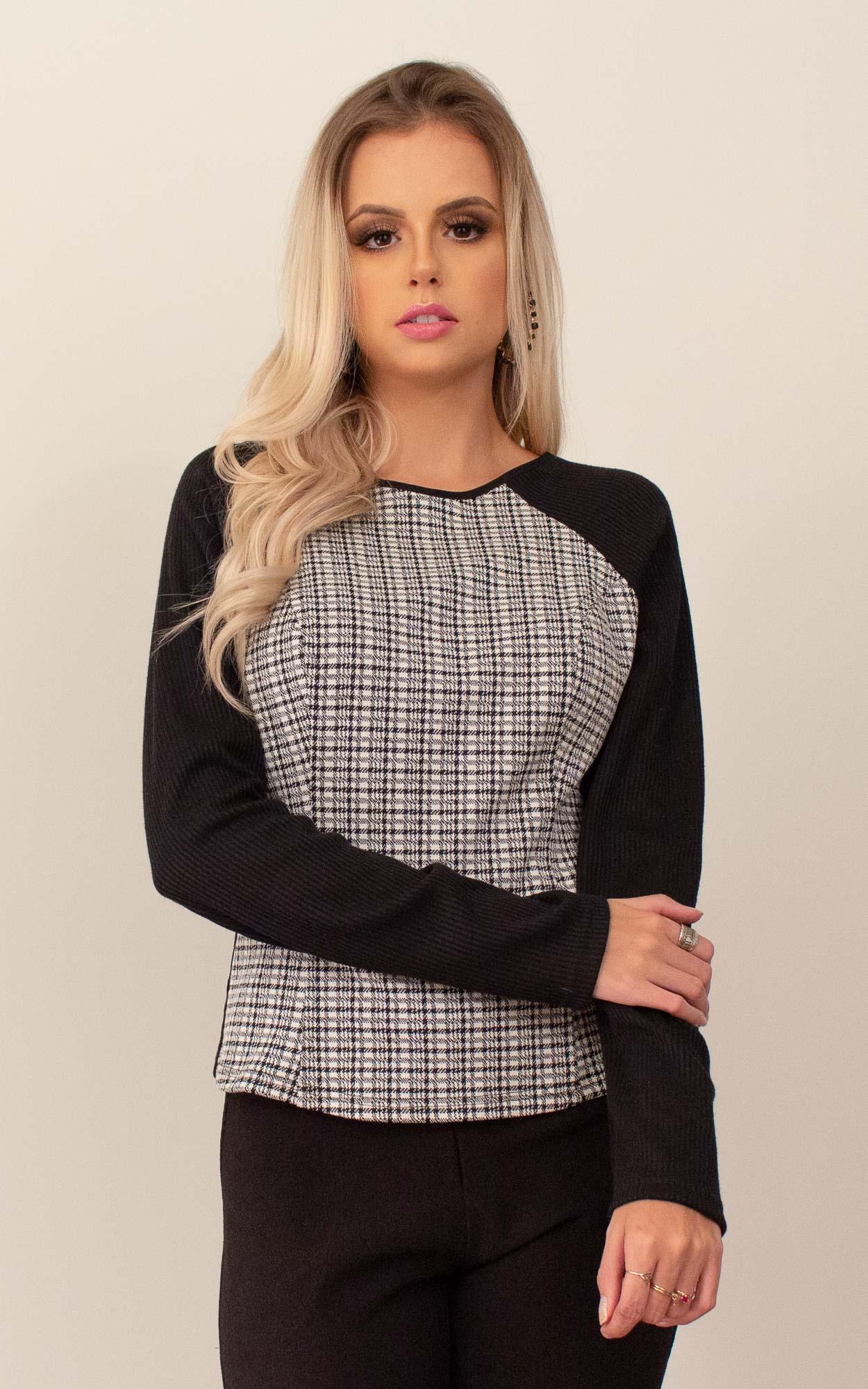 Blusa manga longa com detalhe xadrez