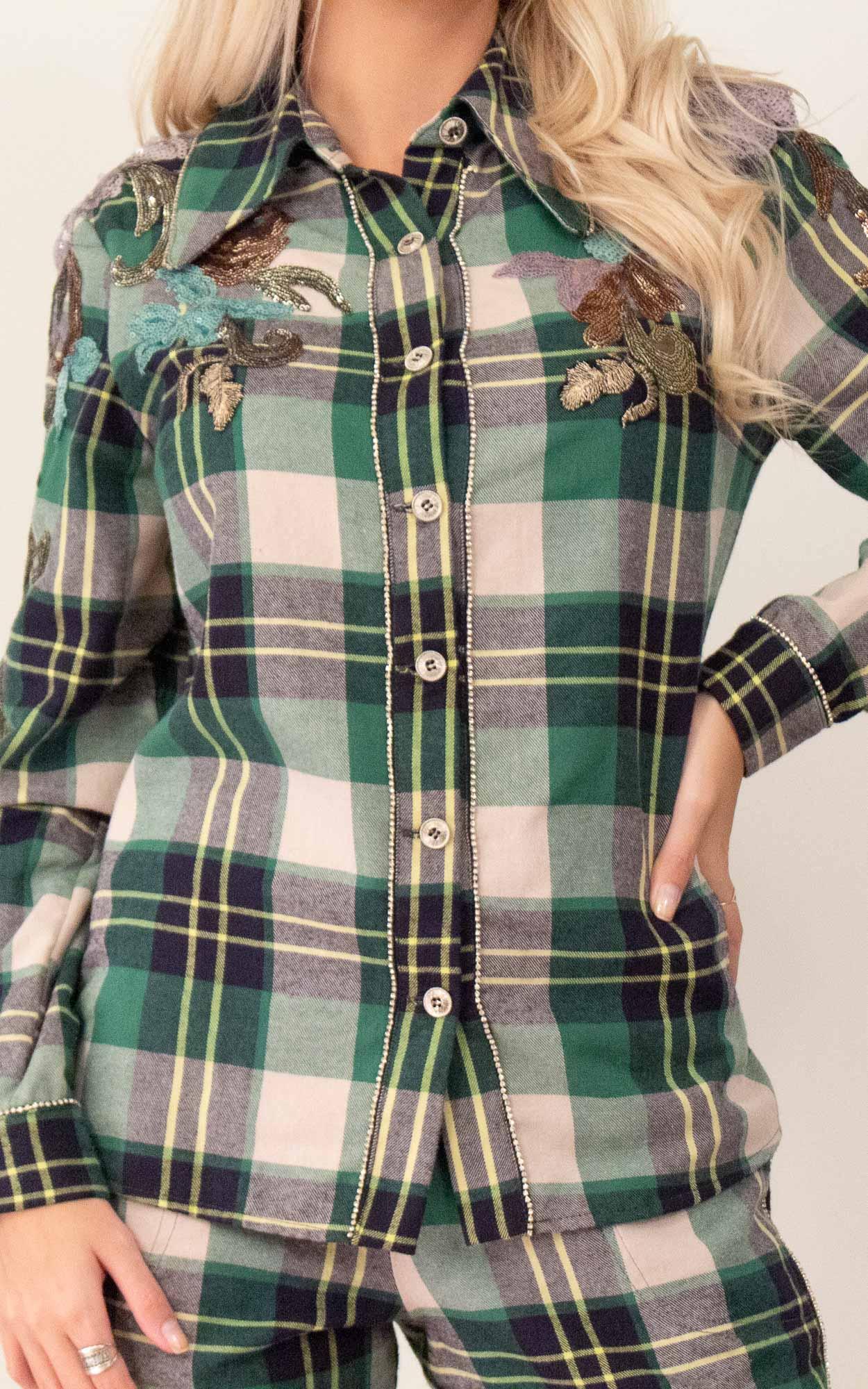 Camisa xadrez com detalhes em strass e paetê