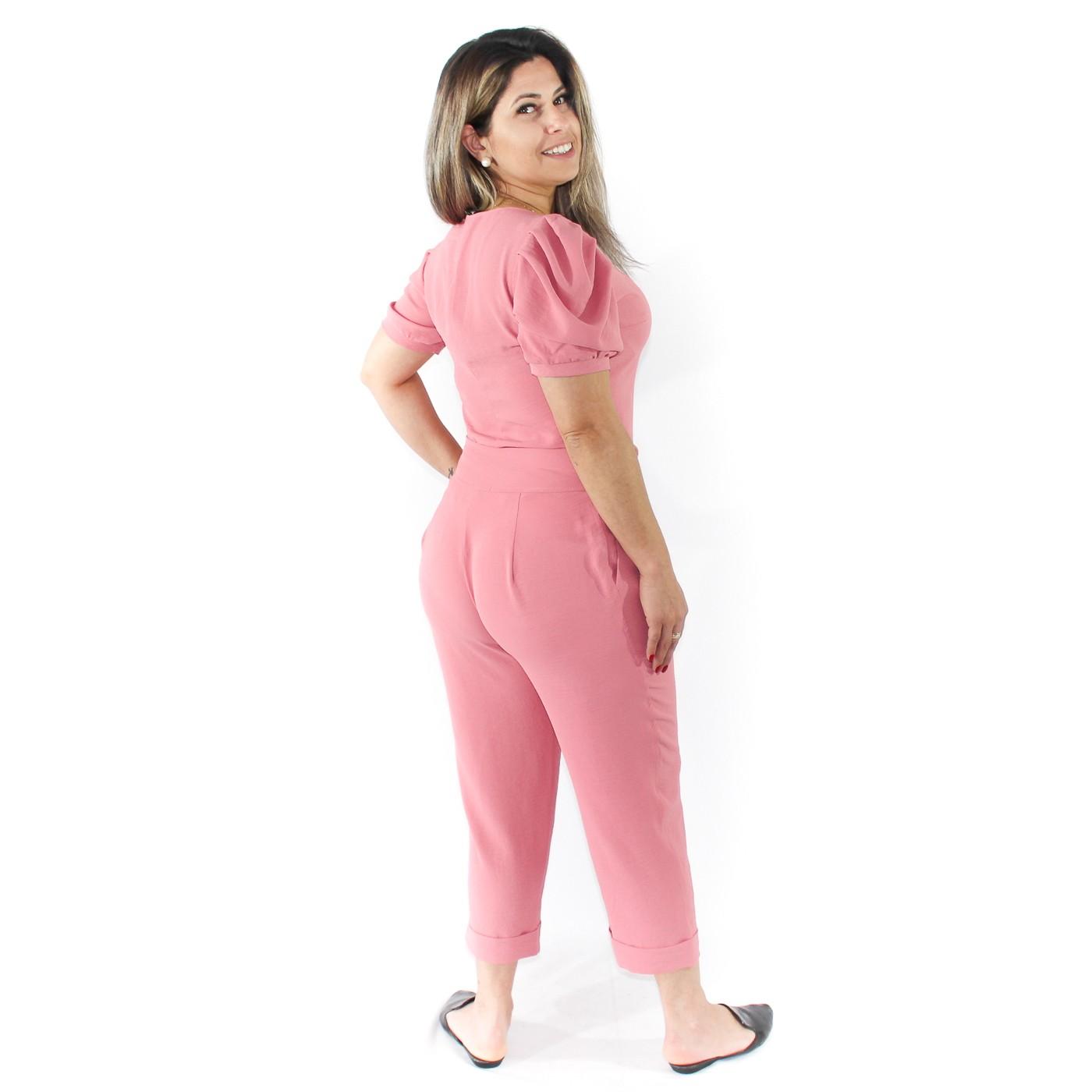 Conjunto calça e blusa com mangas bufantes