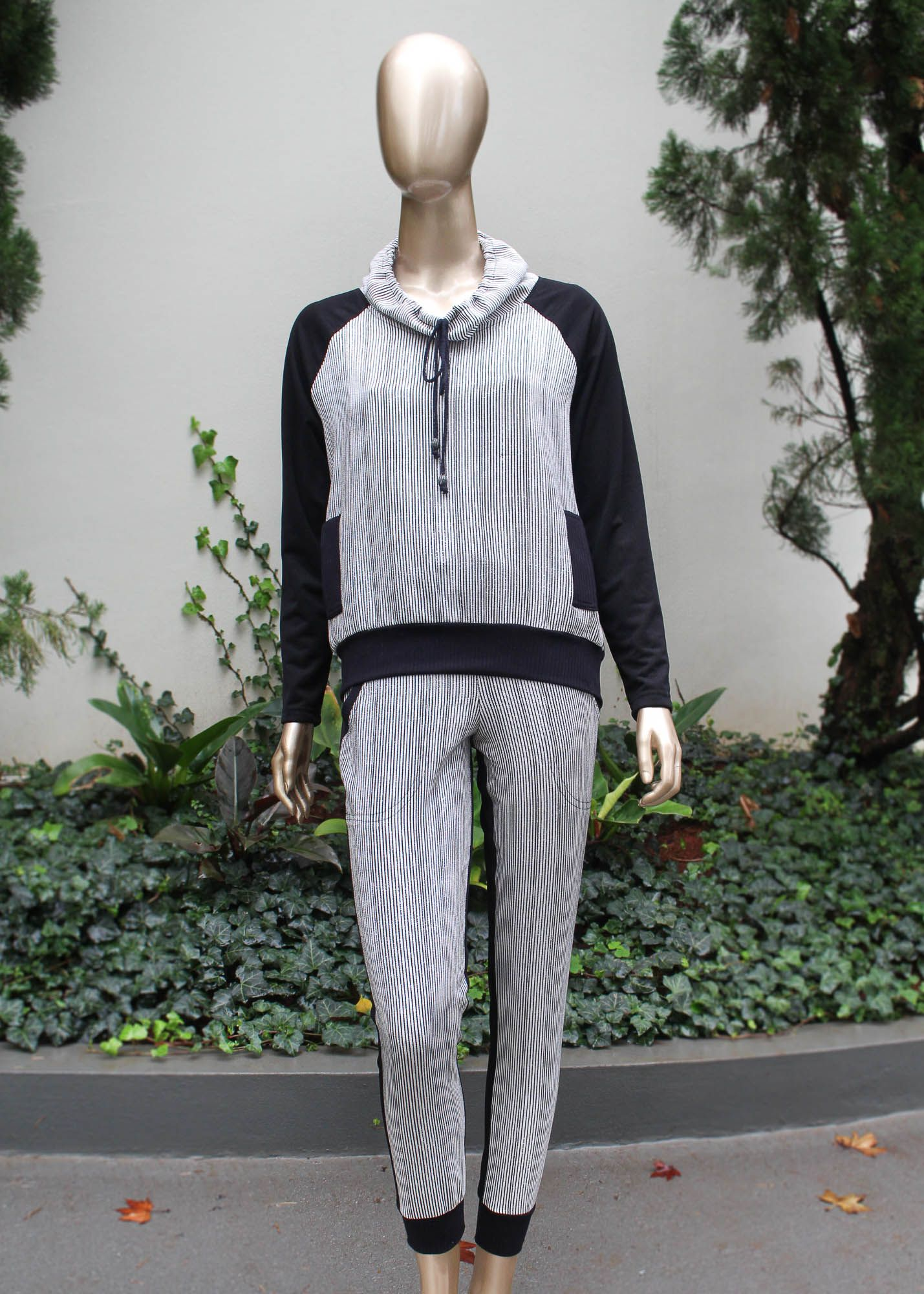 Conjunto calça e blusa listrado