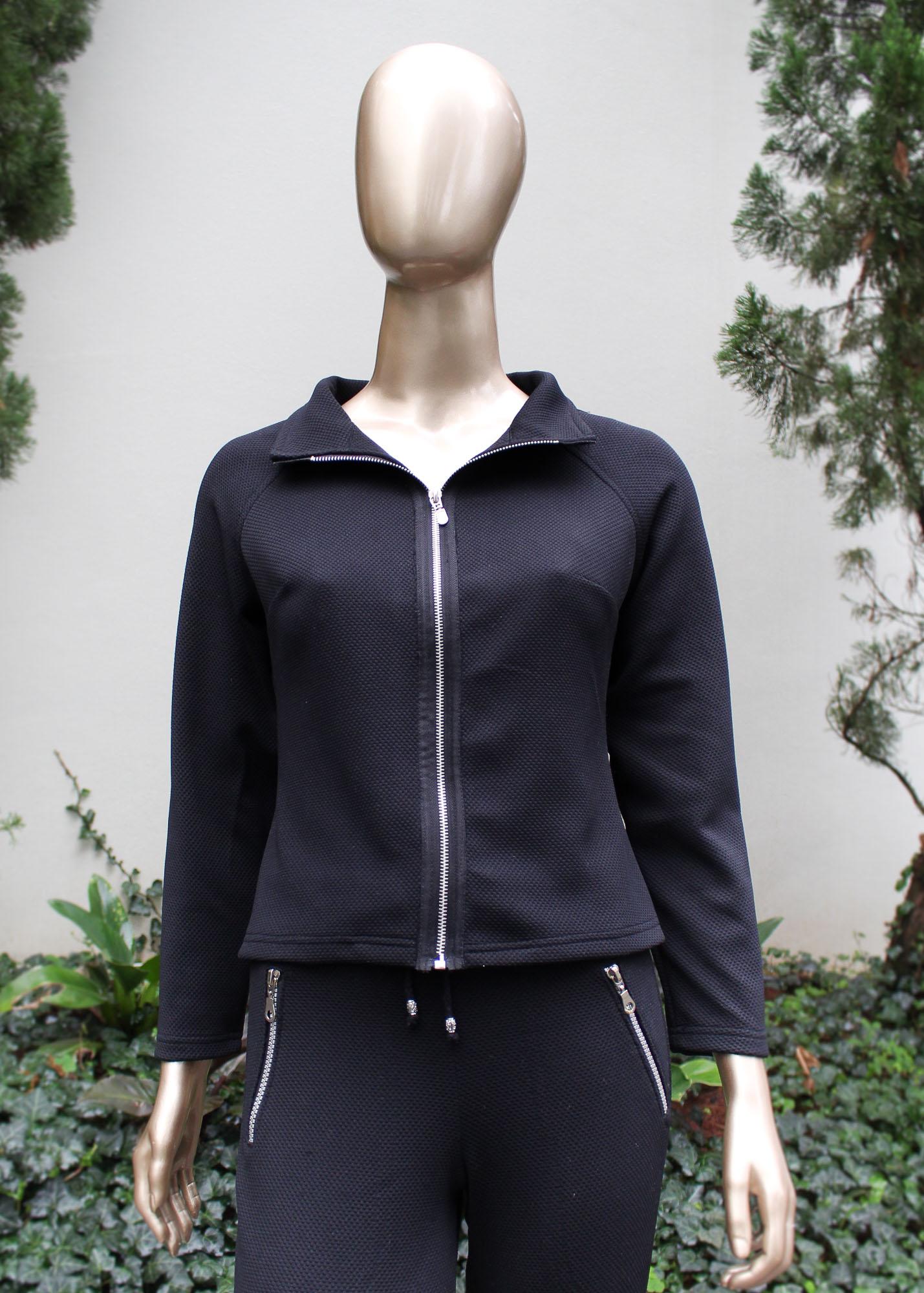 Conjunto calça e jaqueta com detalhes em zíper