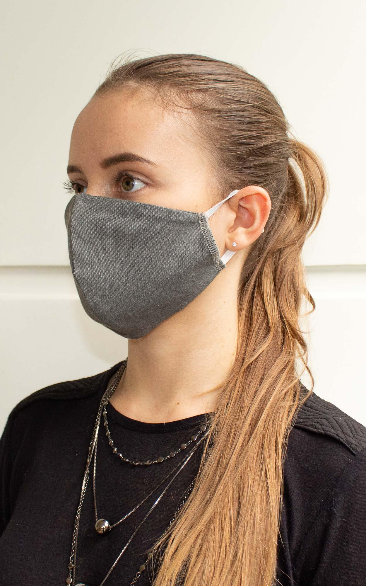 Máscara bico de pato na cor jeans cinza