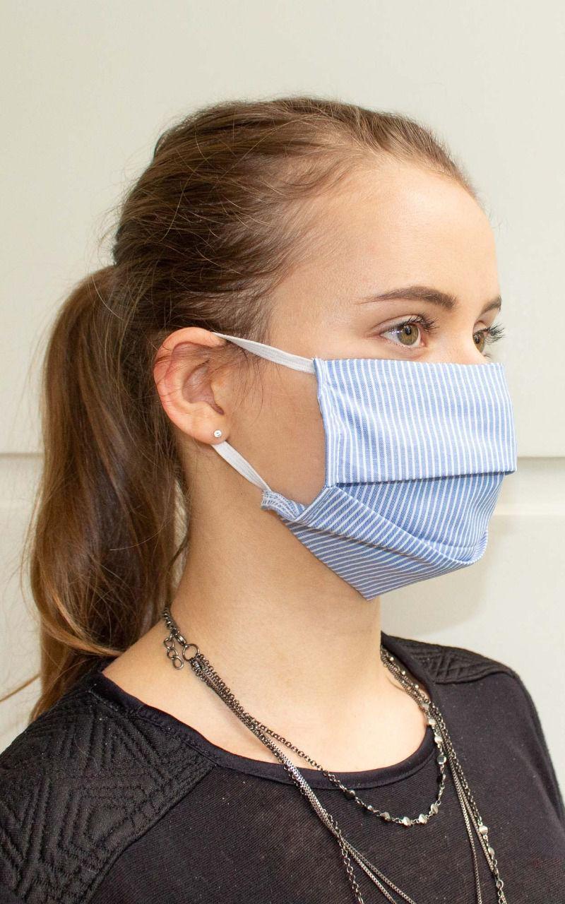Máscara retangular com prega na cor azul
