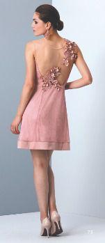 Vestido curto com detalhes em bordados