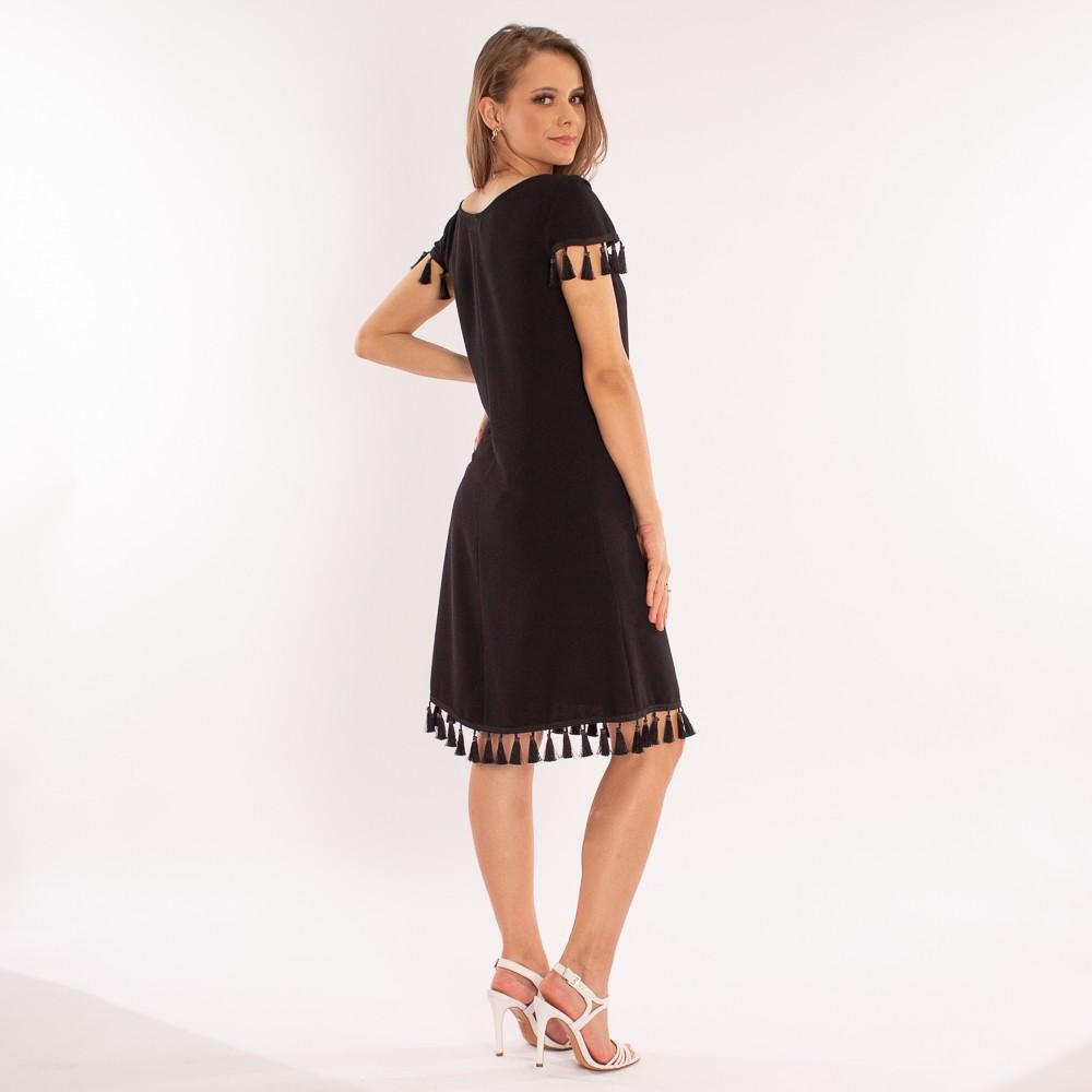 Vestido curto com detalhes em franjas