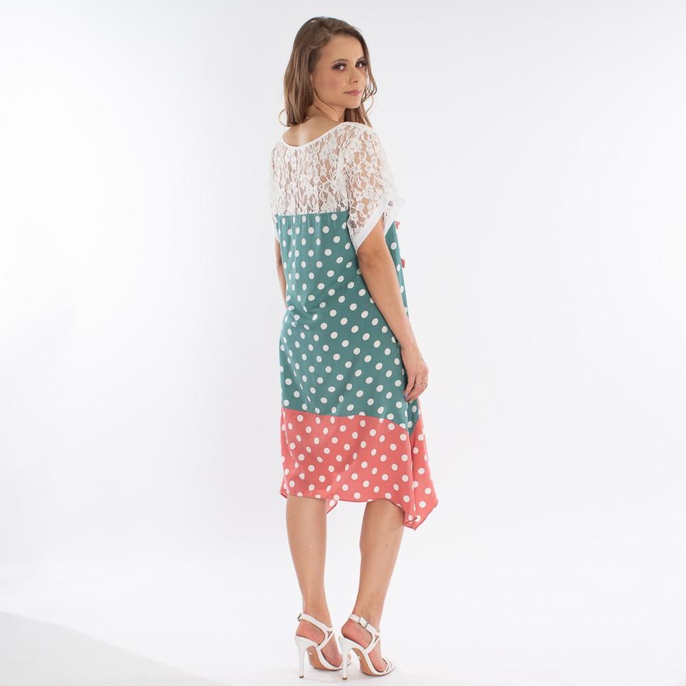 Vestido curto com estampa em poa e detalhes em renda e aplicações em flores