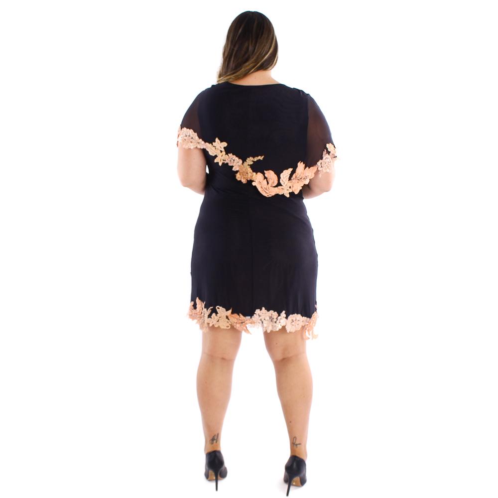 Vestido curto Lika com detalhes em aplicações de renda