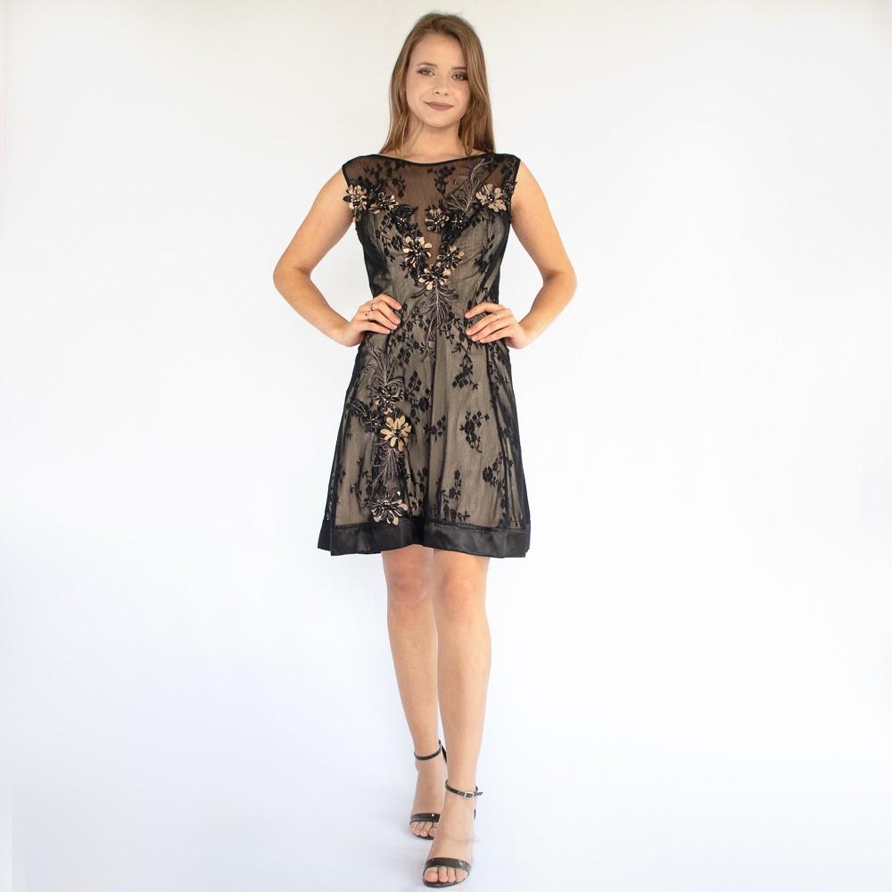 Vestido curto Lika com detalhes em bordados