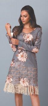 Vestido curto manga longa com detalhes em franjas e bordados