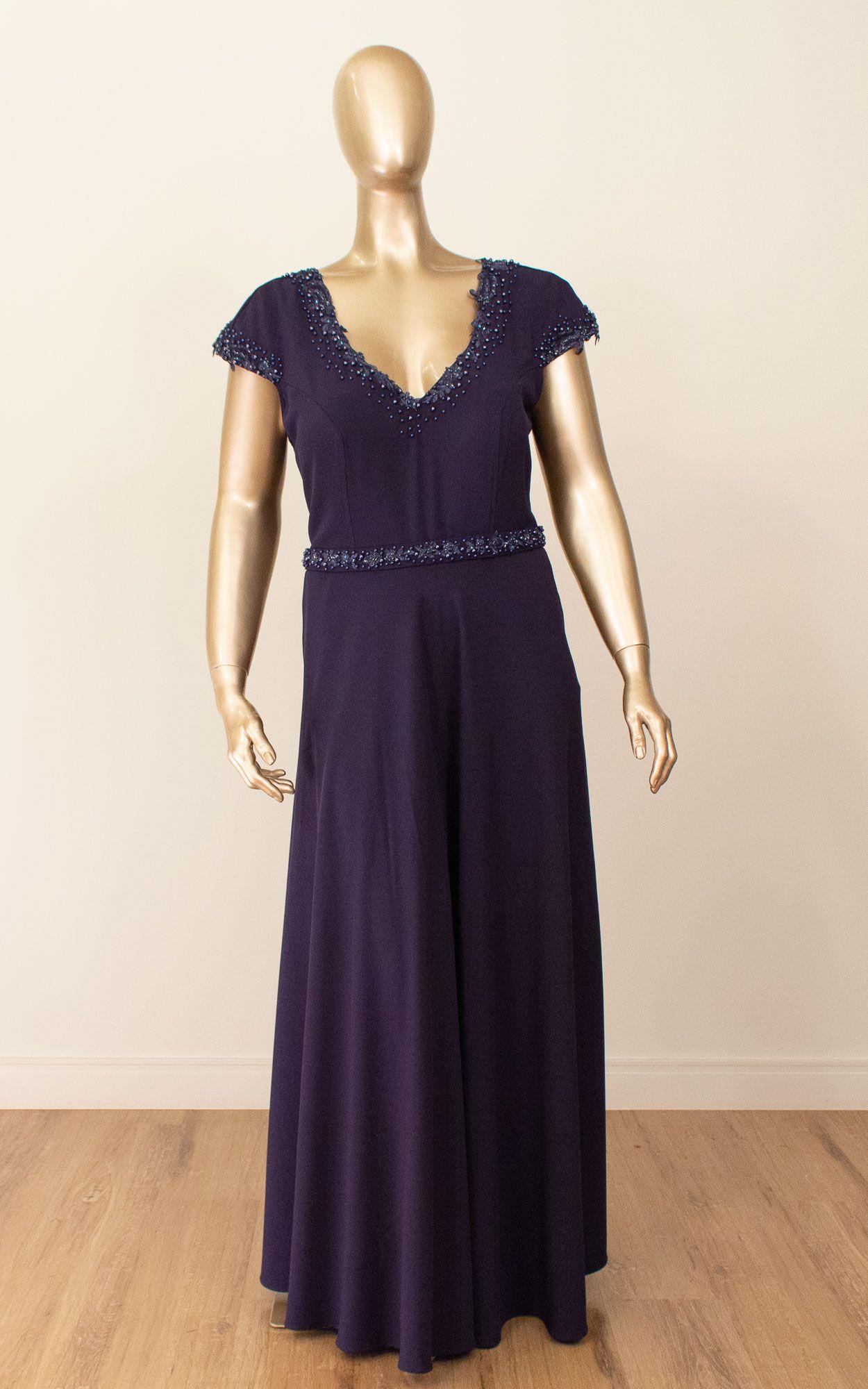 Vestido longo com detalhes bordados e pedrarias