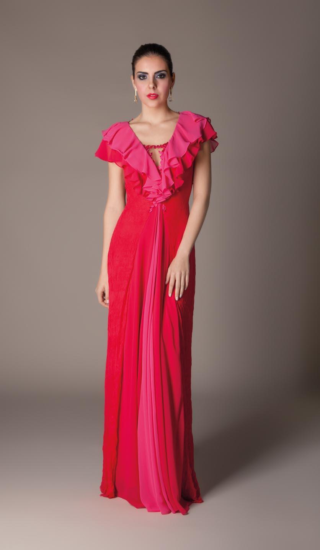 Vestido longo com detalhes em babados e bordados
