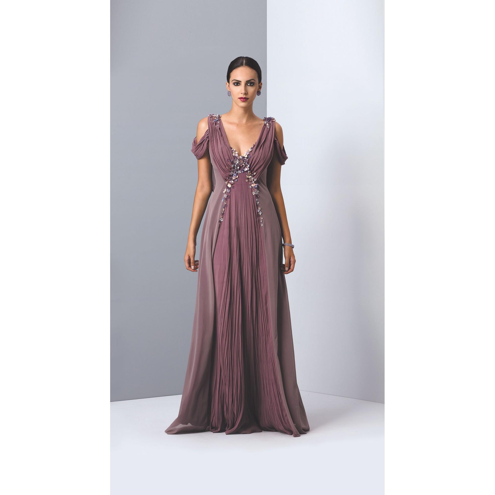 Vestido longo com detalhes em bordados