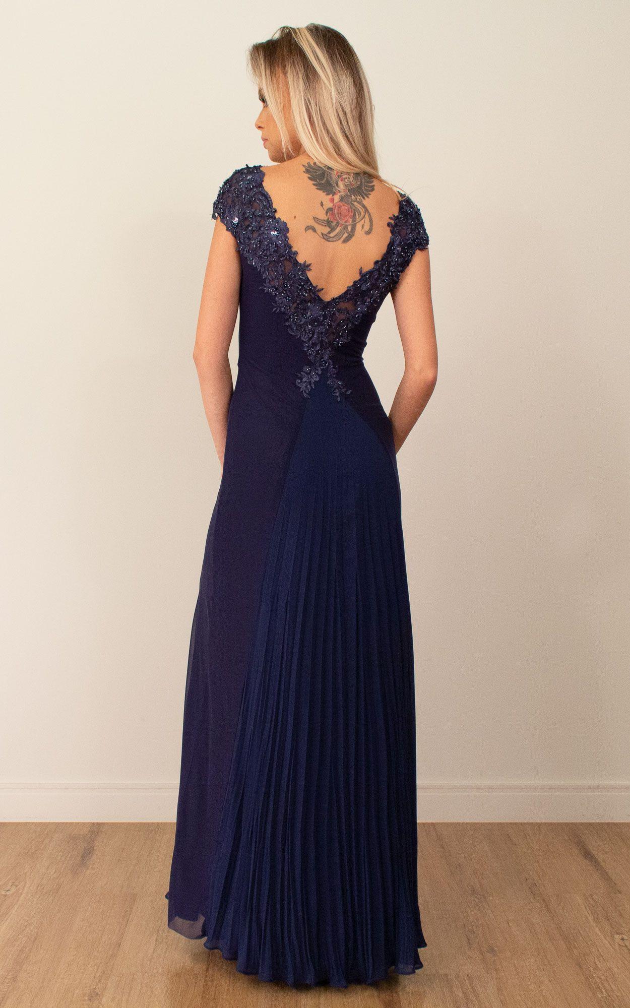 Vestido longo com detalhes em bordados e pedrarias