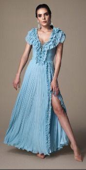Vestido longo com detalhes em tule e pedrarias