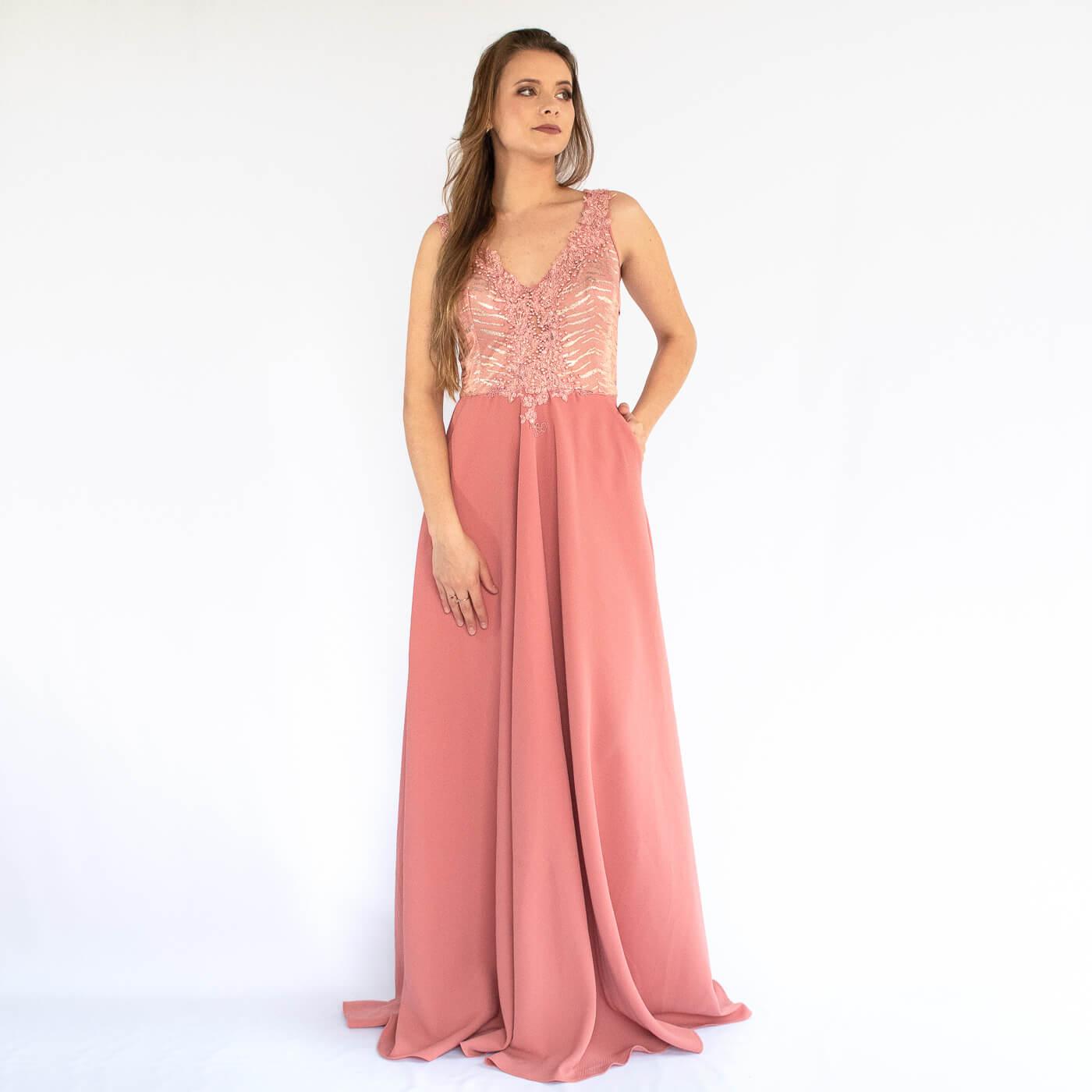 Vestido longo Lika com bolsos e detalhes em pedrarias e bordados