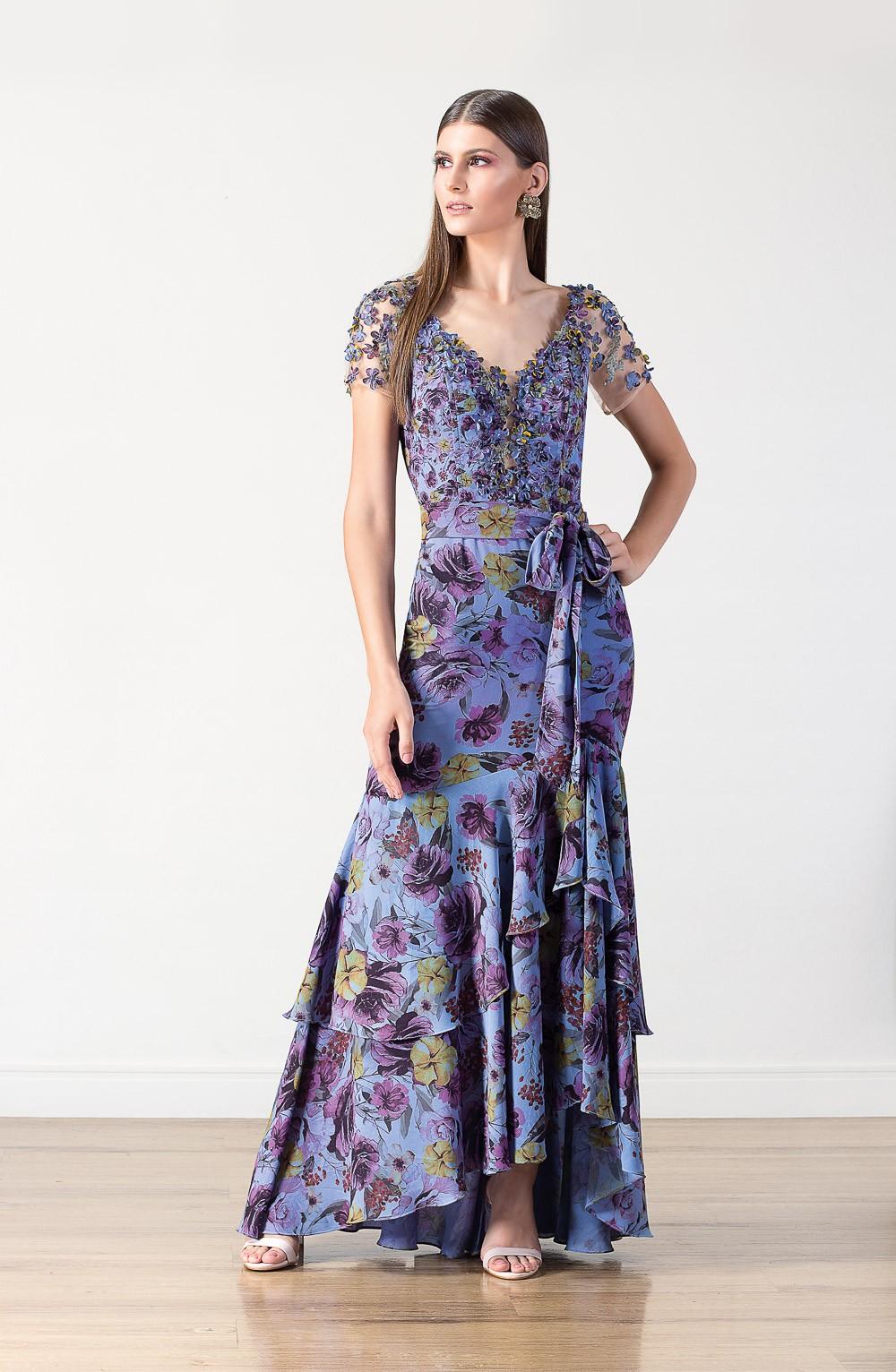 Vestido longo  Lika com detalhes em babados, bordados e pedrarias