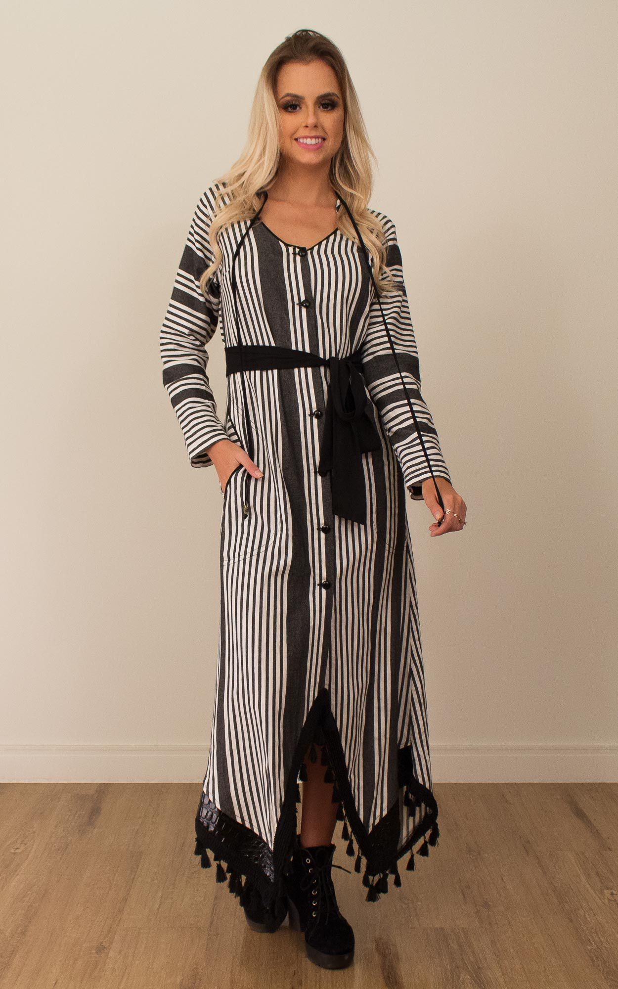 Vestido midi manga longa com detalhes em franja