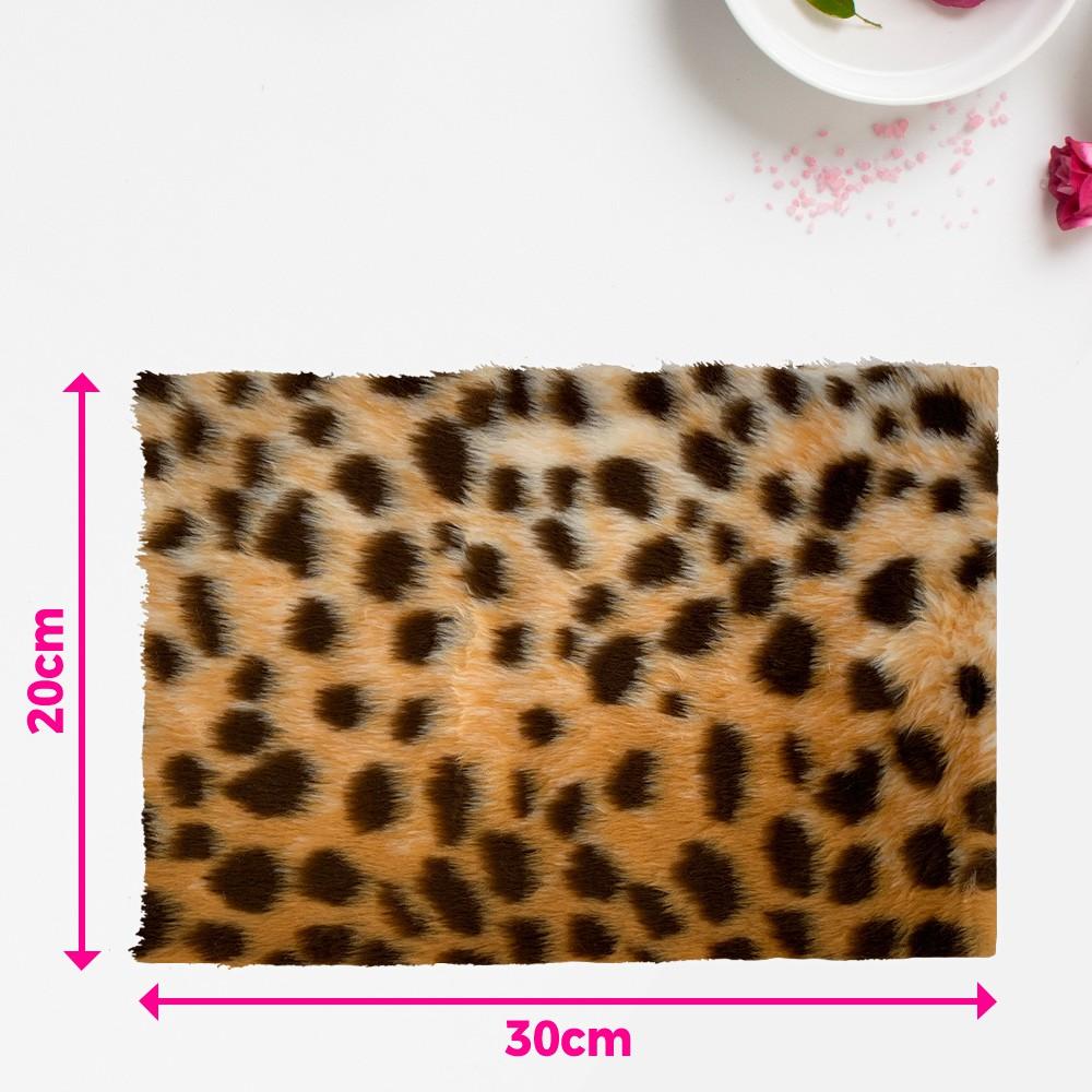 Tapete pelúcia pelo baixo estampado para manicure - fundo de foto - Hiena