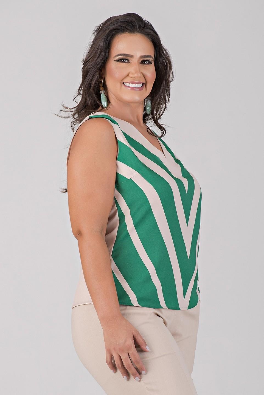 Blusa Cavada com Estampa Localizada - Plus Size