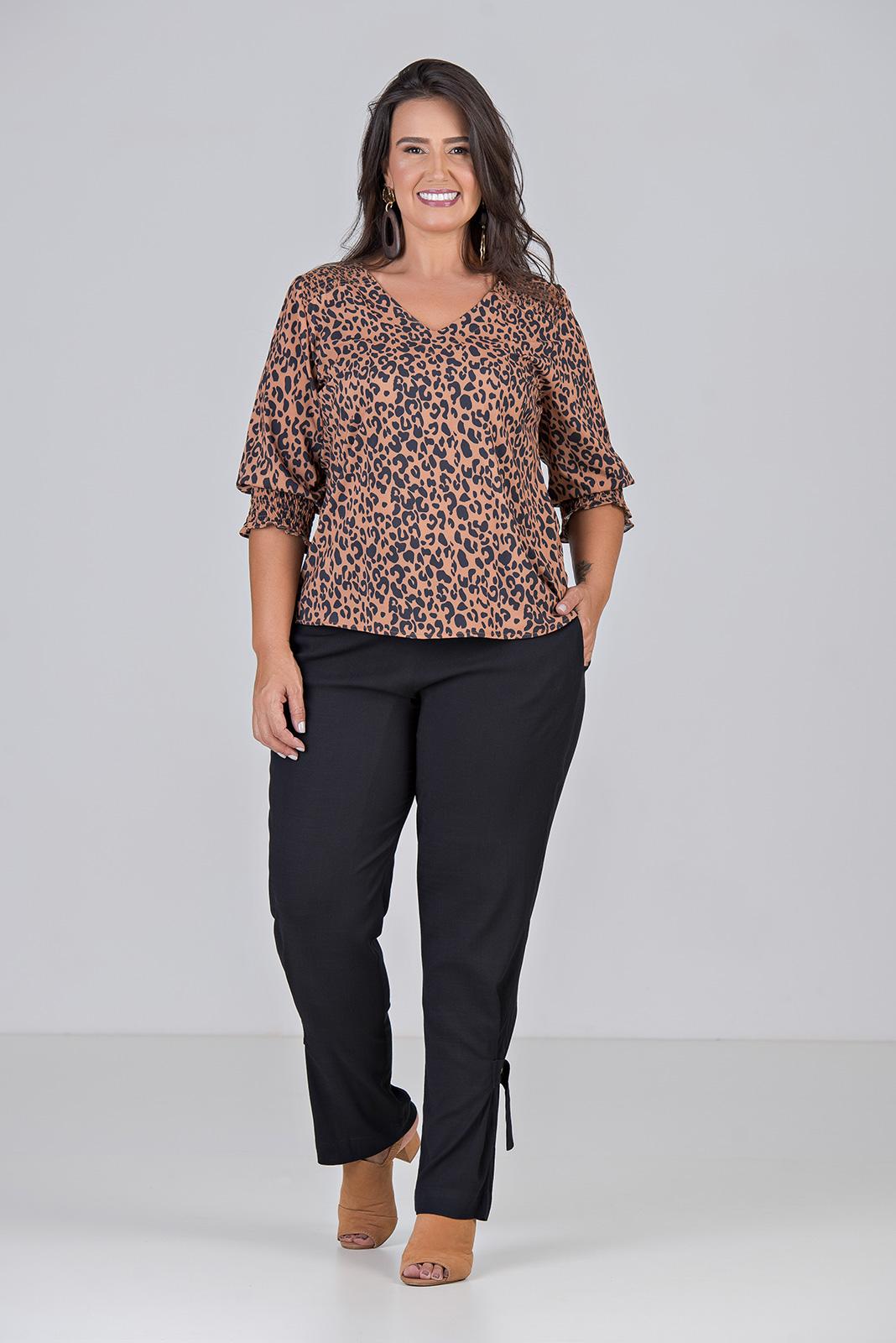 Blusa Com Decote V, Com Lastex - Plus Size