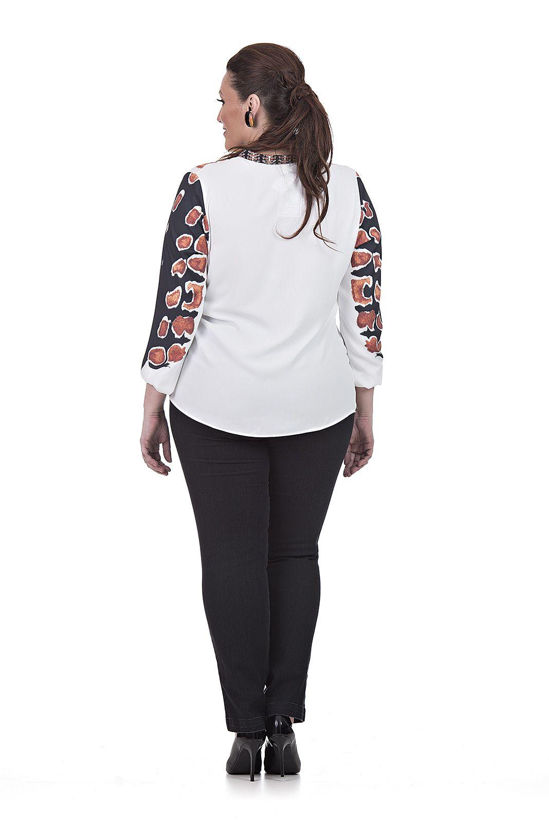 Blusa com estampa em composê Plus Size
