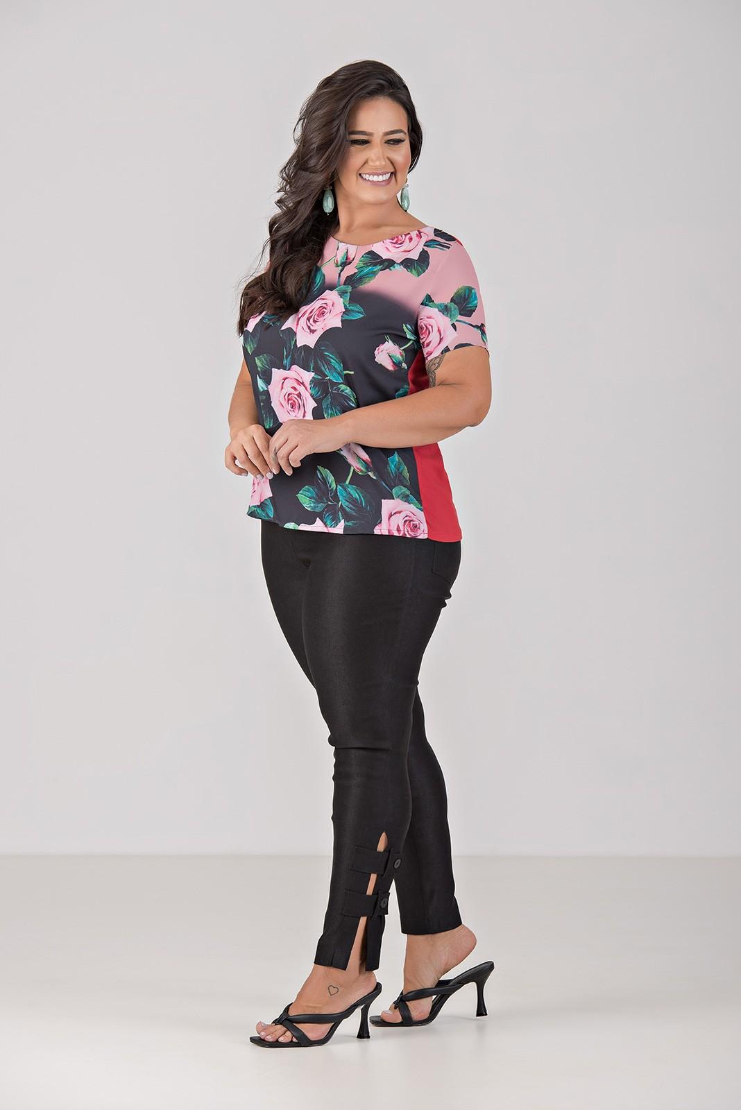 Blusa com Frente Total em Malha e Tecido Plano - Plus Size