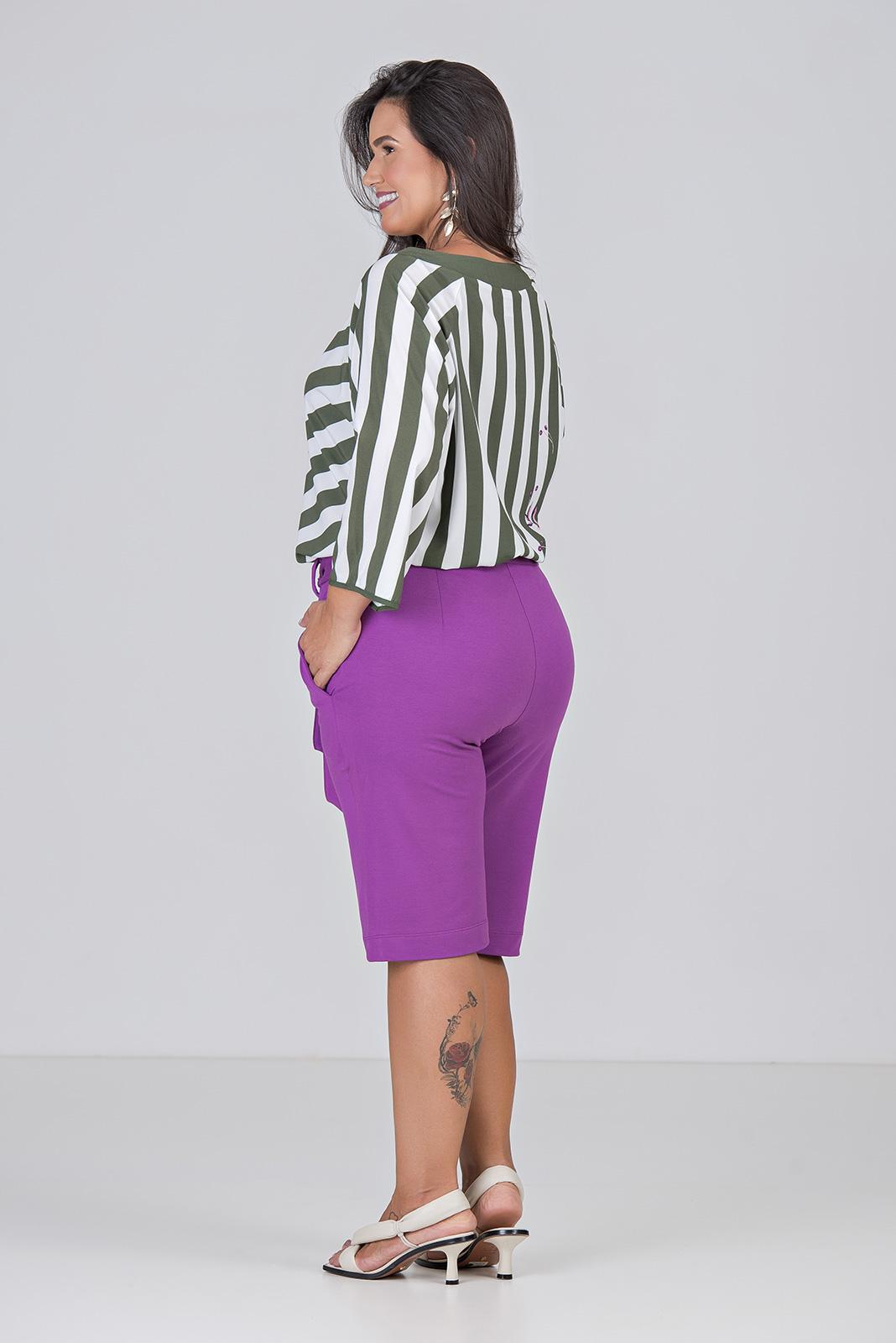 Blusa Com Pala no Decote - Plus Size