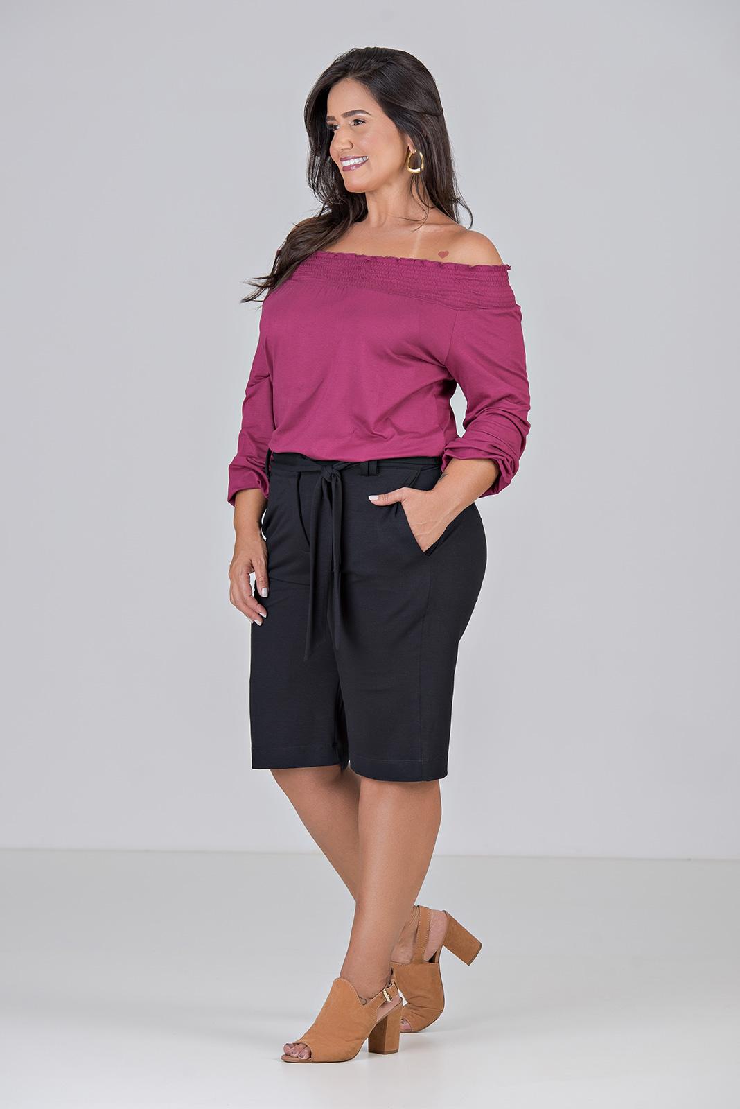 Blusa de Malha e Latex no Ombro - Plus Size