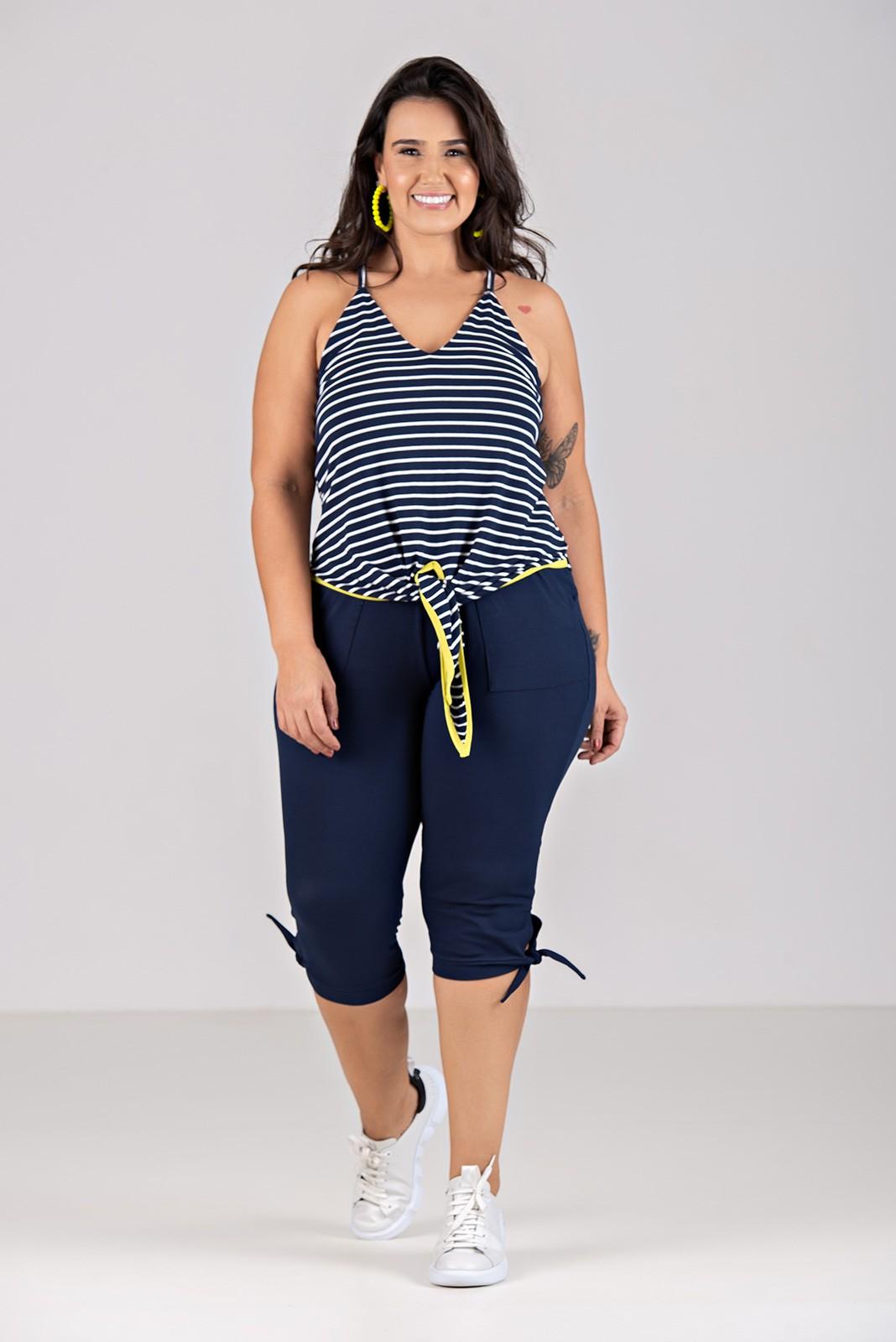 Blusa de Malha Listrada com Amarração - Plus Size