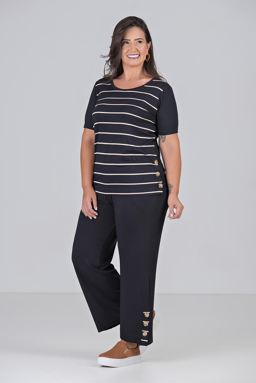 Blusa de Malha Listrada Com Botes - Plus Size