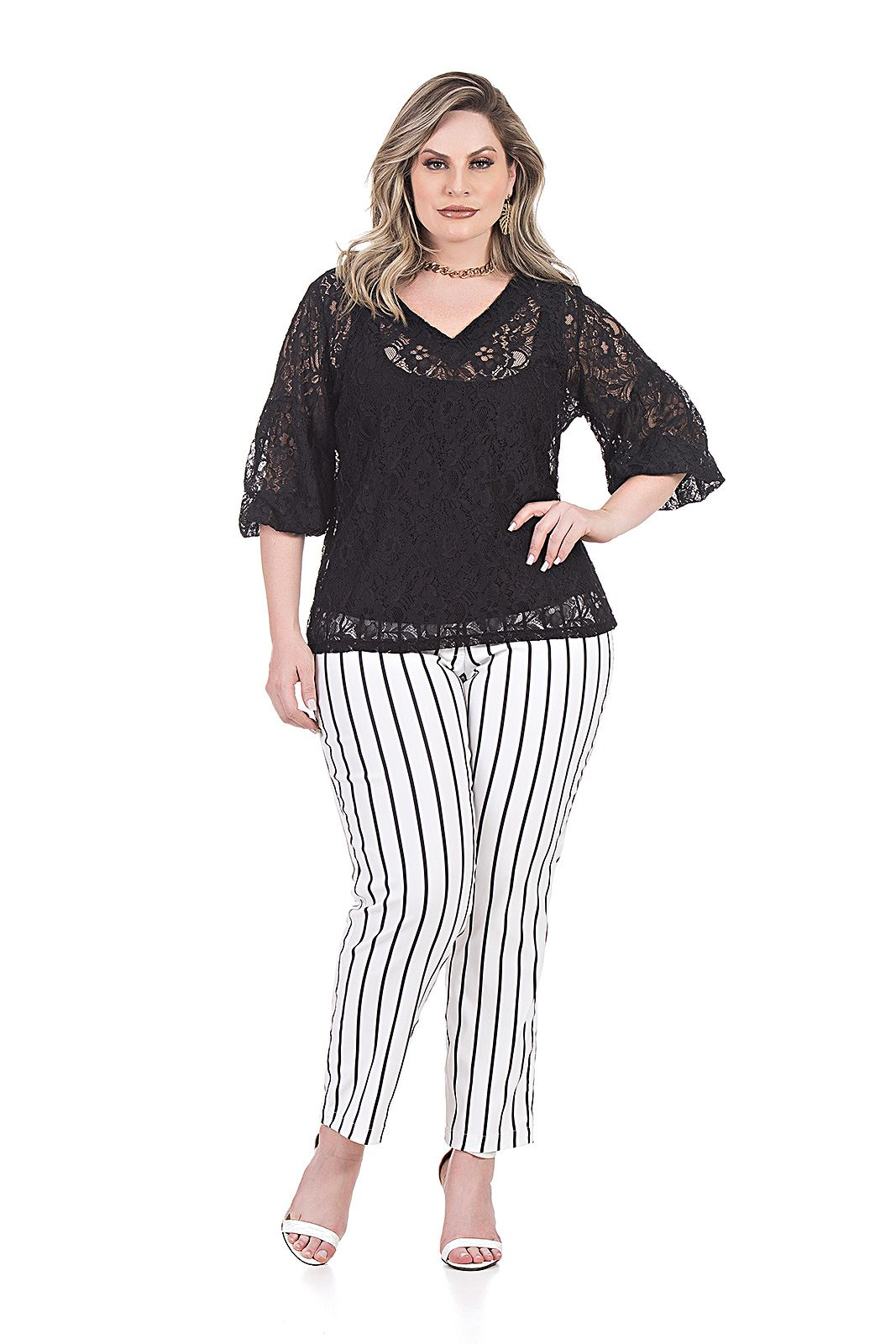 BLUSA DE RENDA - PLUS SIZE