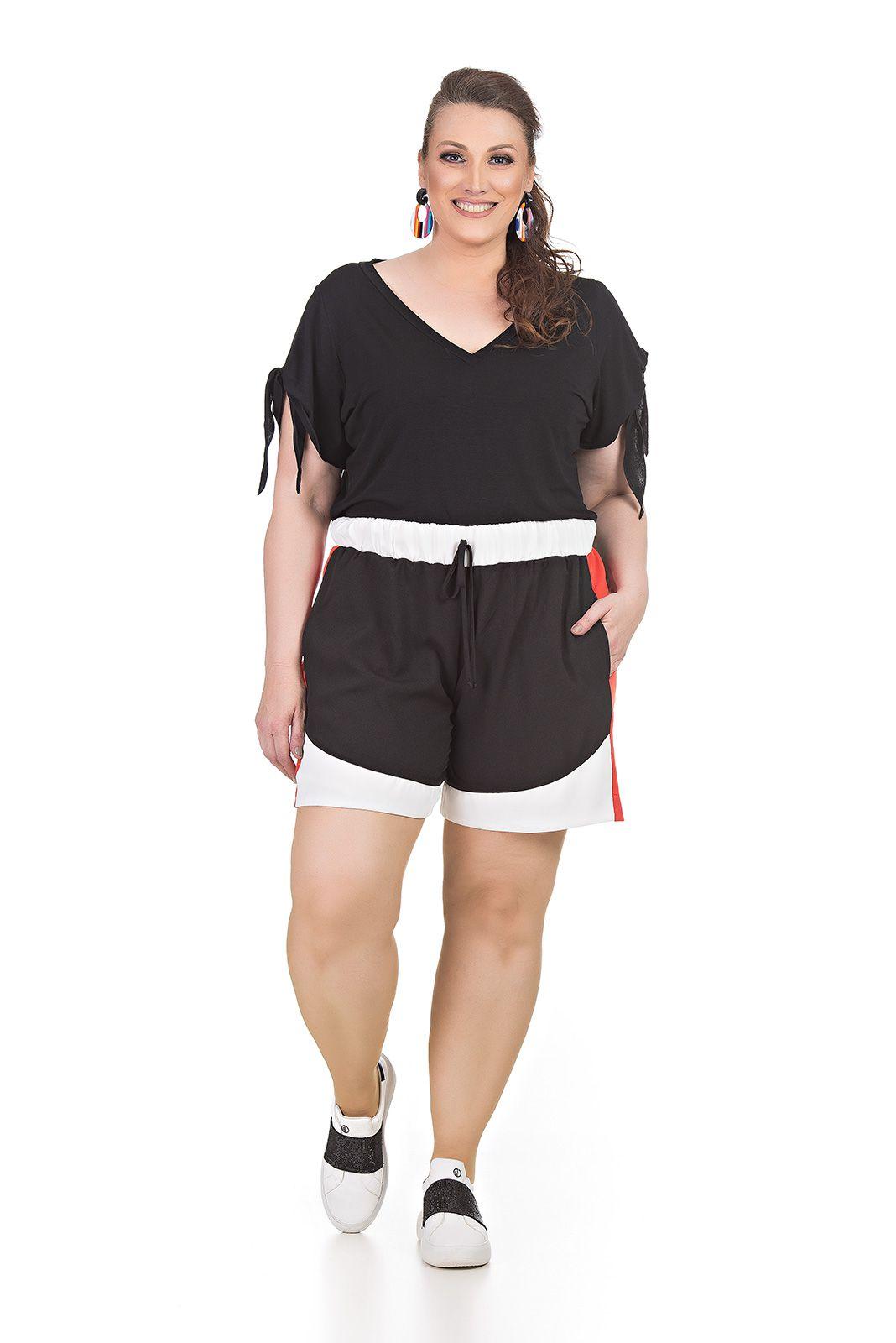 Blusa em malha decote v  com amarração nas mangas Plus Size