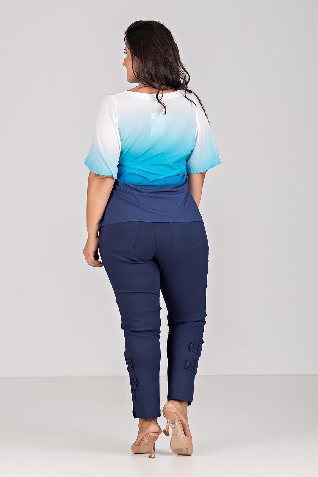 Blusa Estampada Localizada - Plus Size