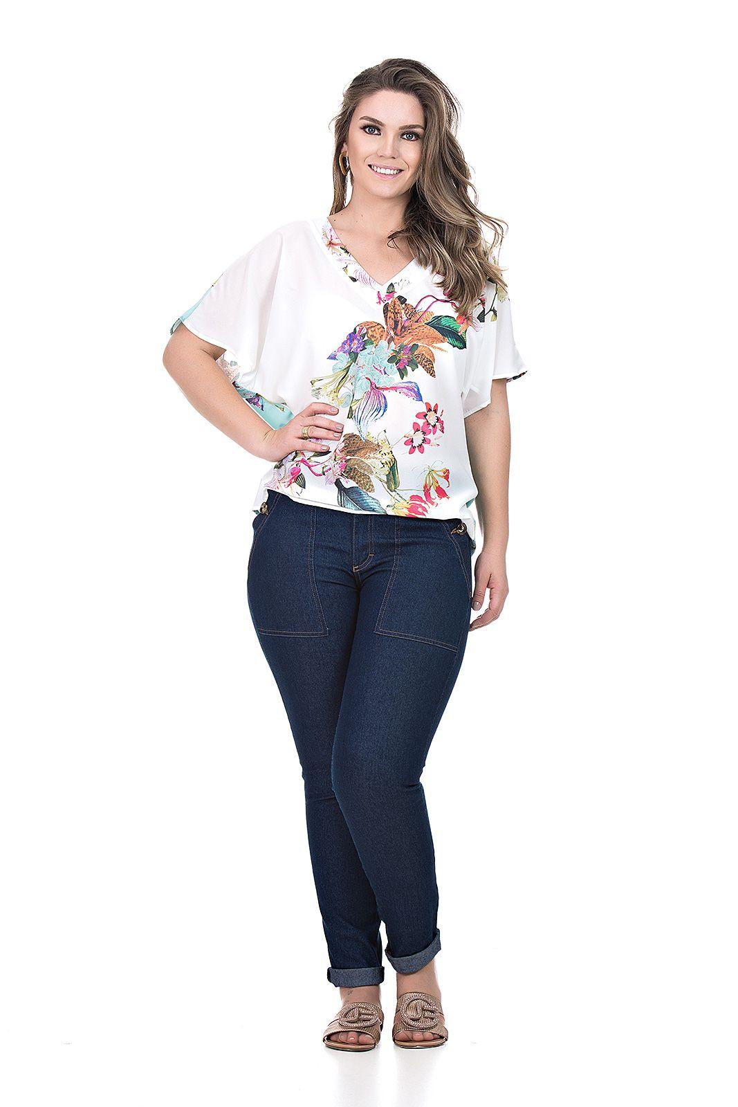 Blusa tecido plano decote V plus size