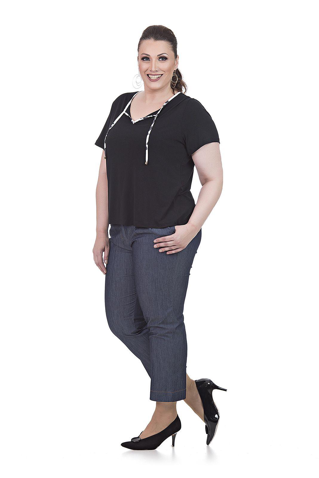 Calça corsário jeans leve Plus Size