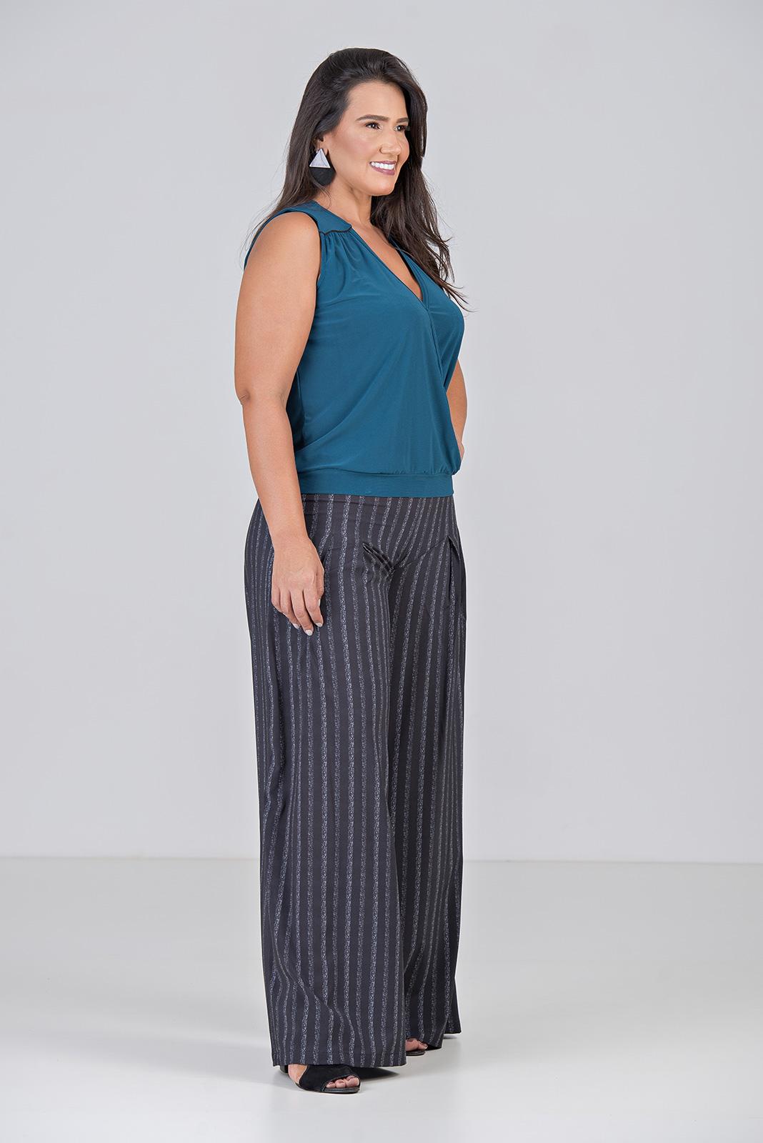 Calça Pantalona Com Pregas Fundas - Plus Size