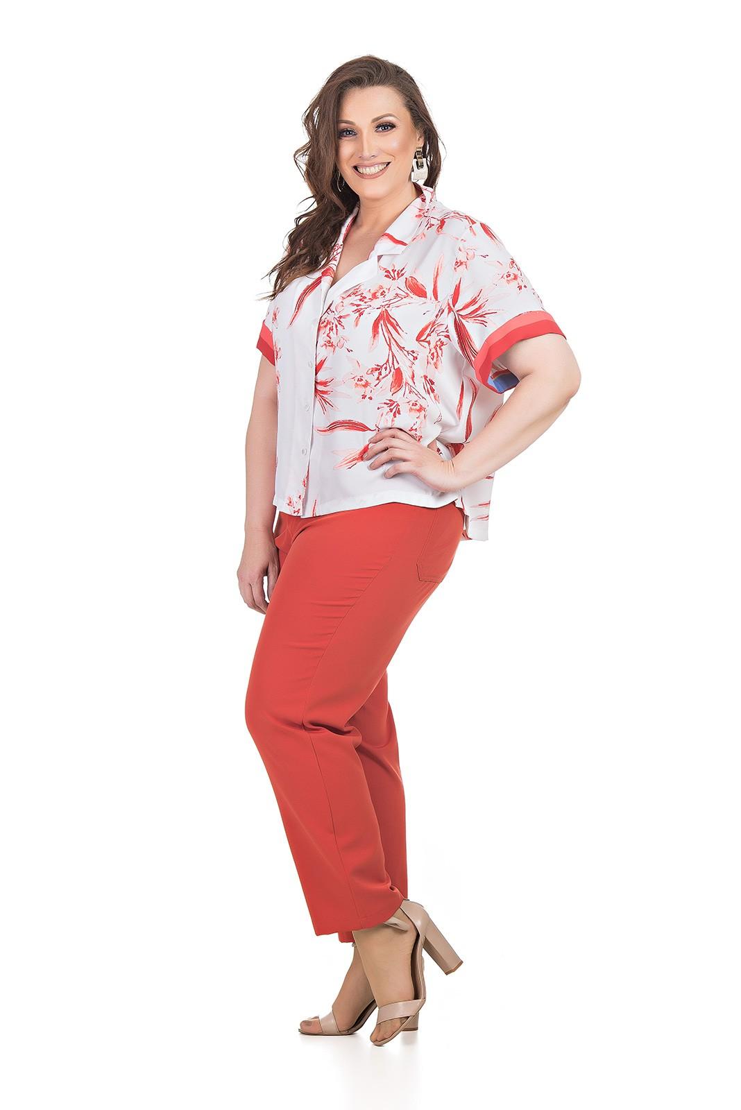 Camisa Curta em Tecido Fluido Plus Size