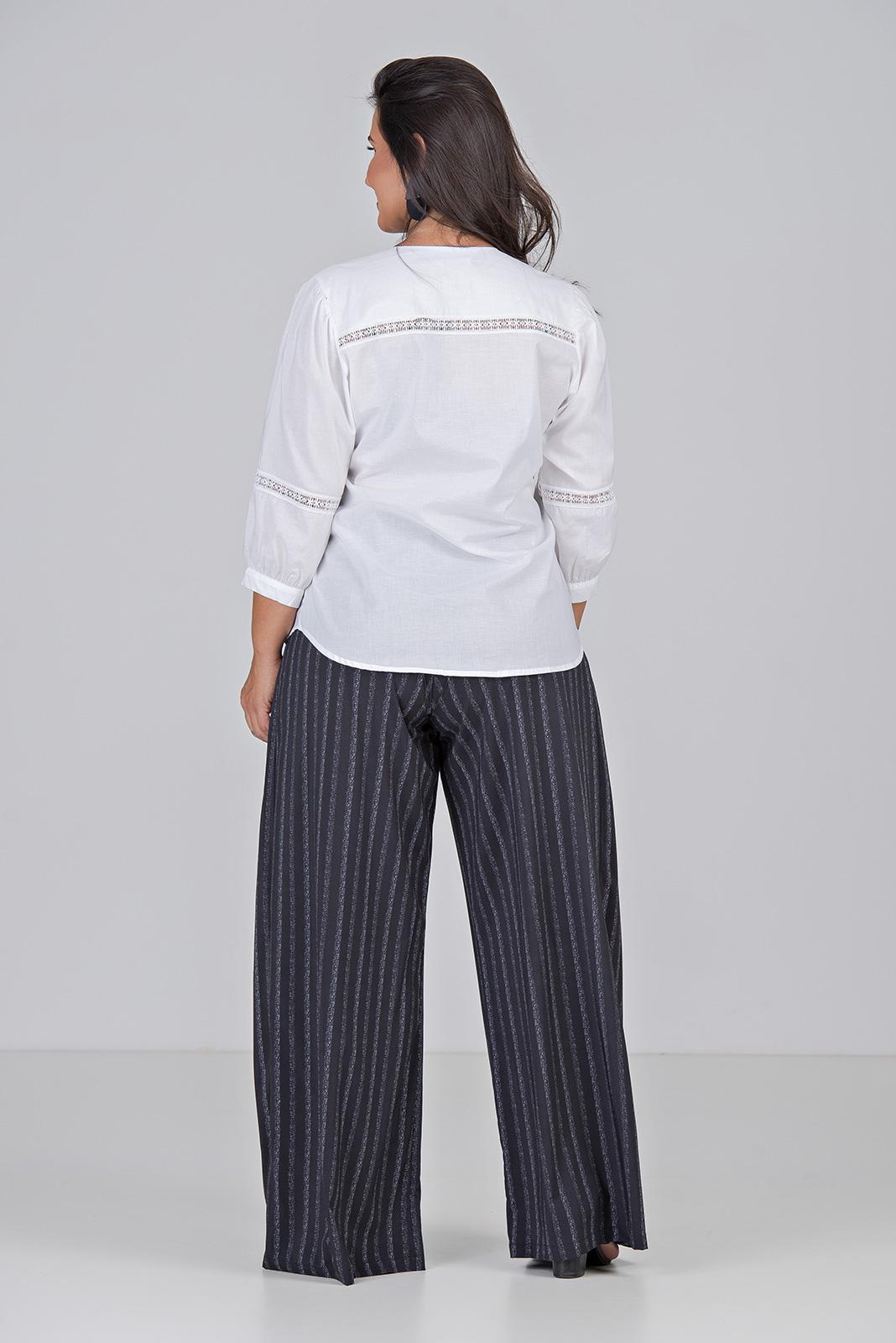 Camisa de Algodão Com Entremeio - Plus Size