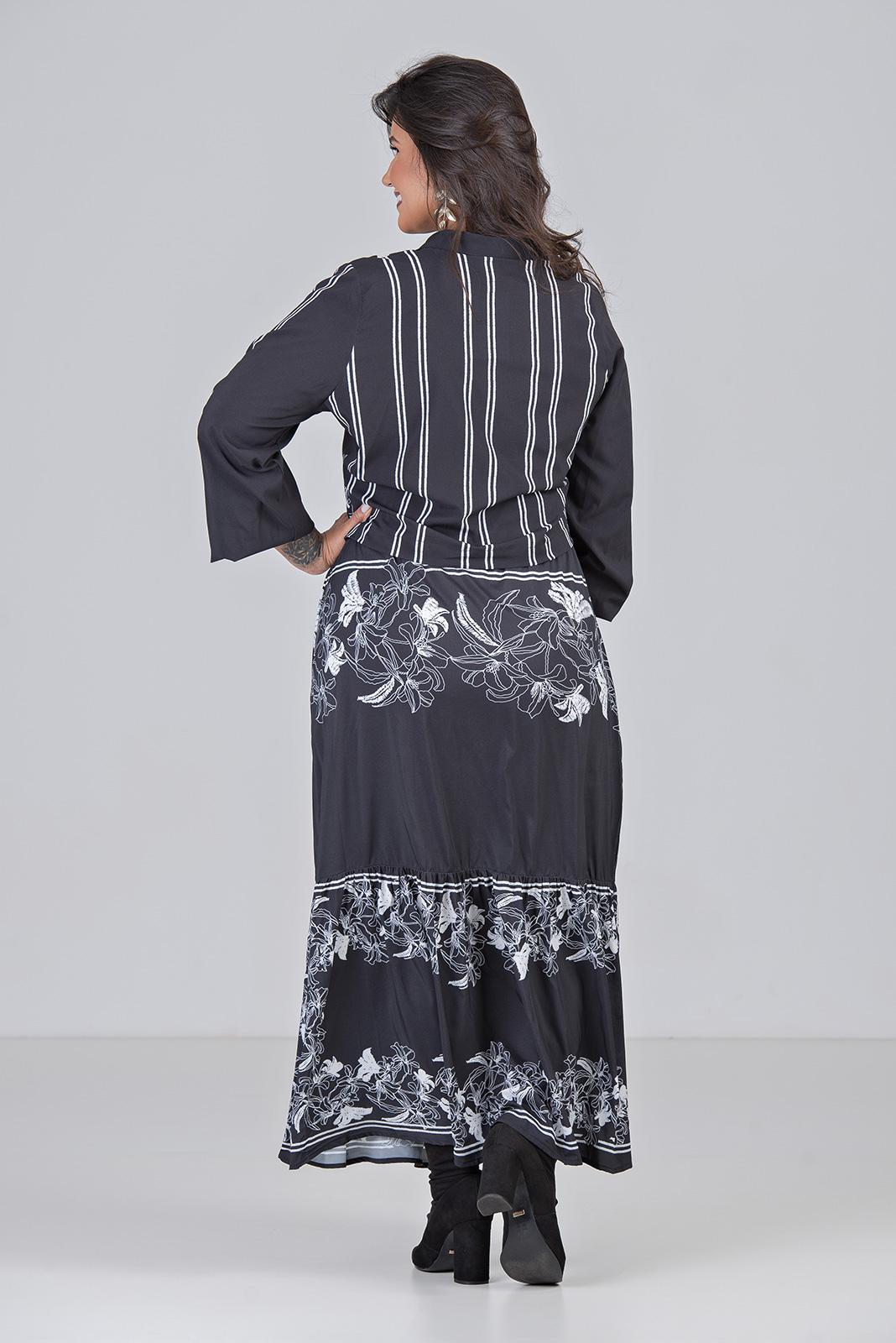 Conjunto de Camisa Cropped e Saia - Plus Size