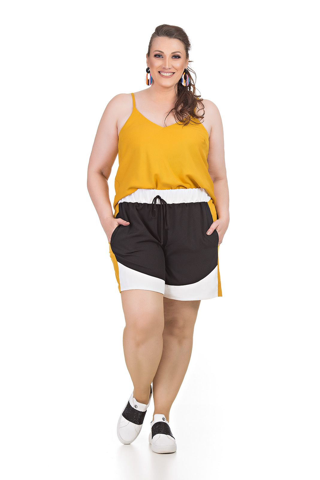 Short com recortes Plus Size