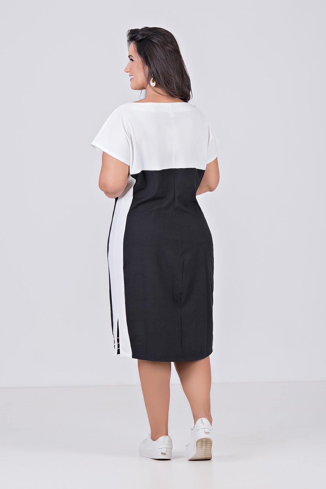 Vestido Comfy Curto Com Mangas Curtas e detalhe de Retiílea - Plus Size