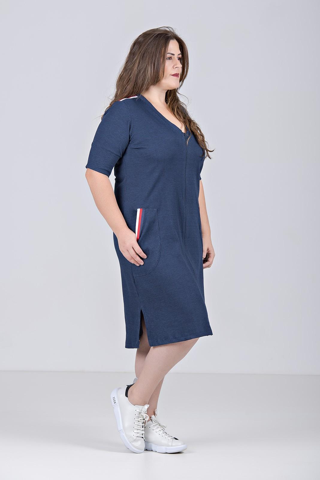 Vestido Comfy Curto Com Zíper Frontal em Malha Canelada Com Elastano - Plus Size