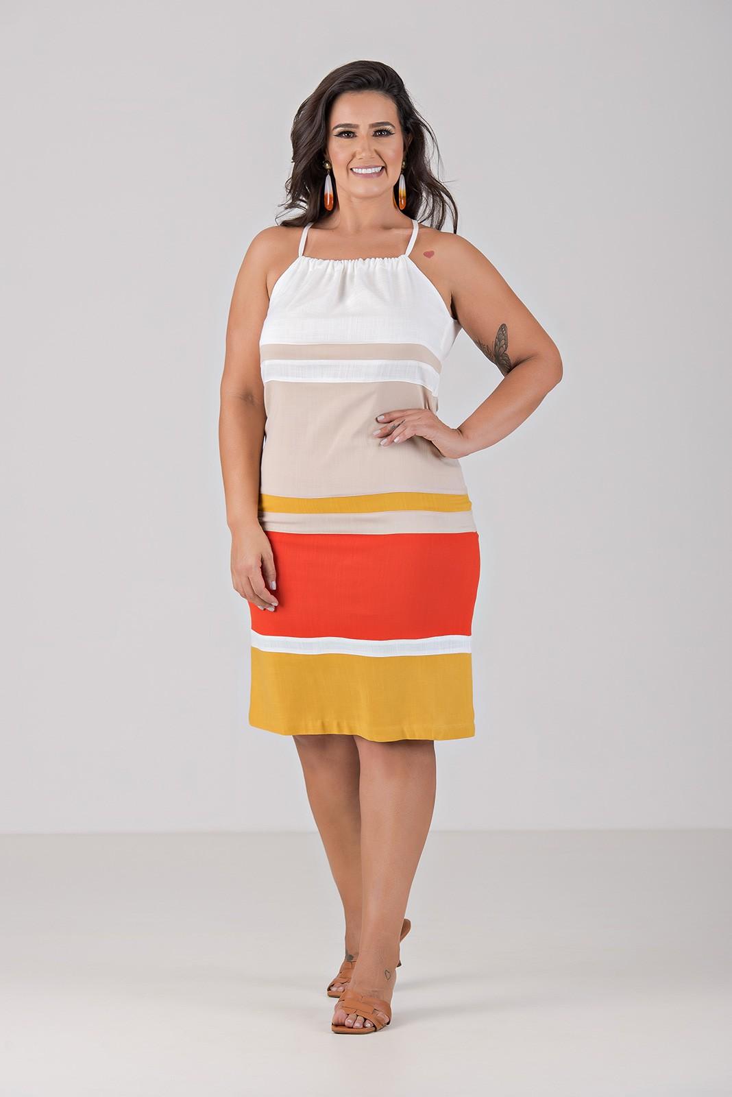 Vestido Cortininha com Recortes - Plus Size
