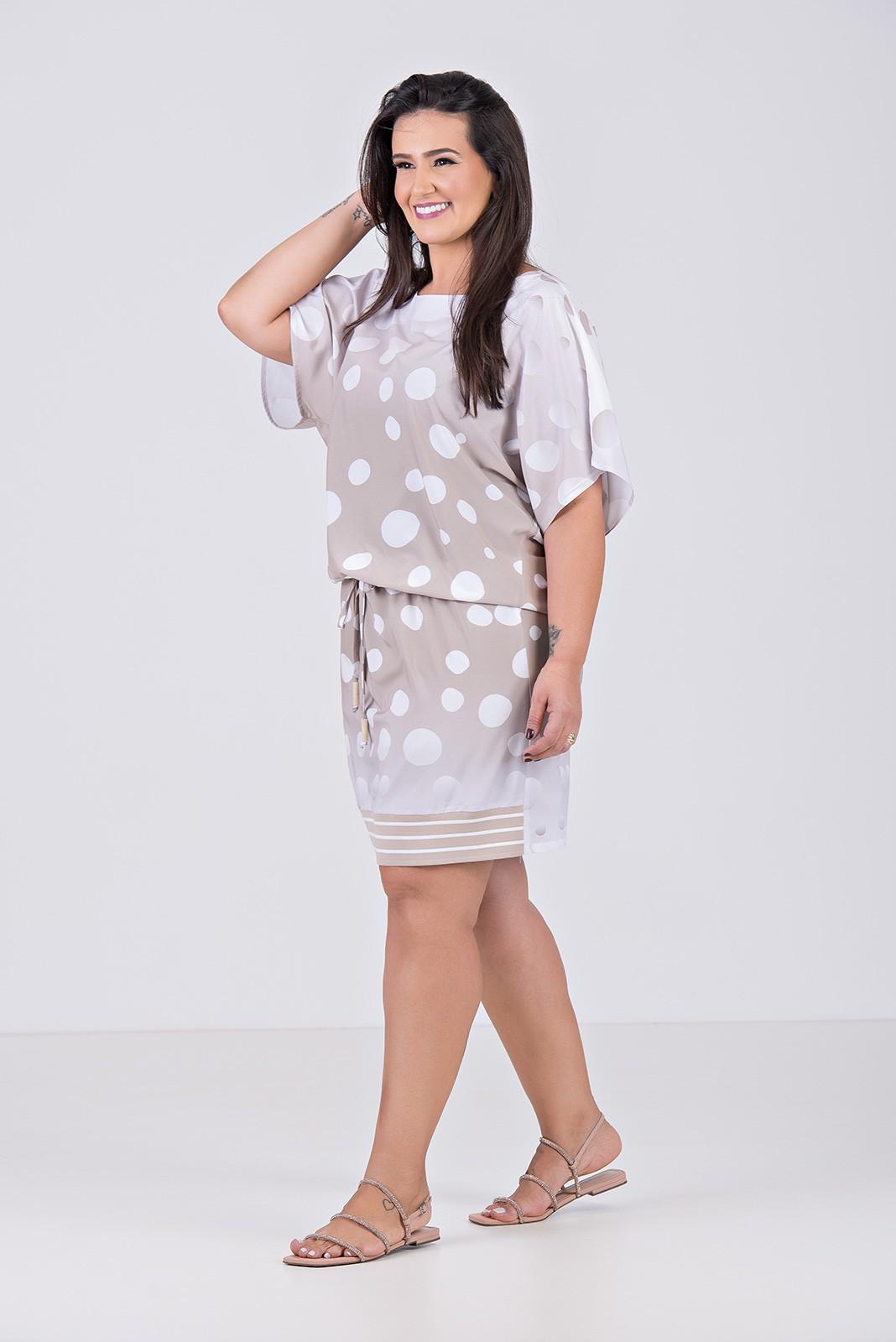 Vestido Curto Bluse em Tecido com Elastano e Retilínea na Barra - Plus Size
