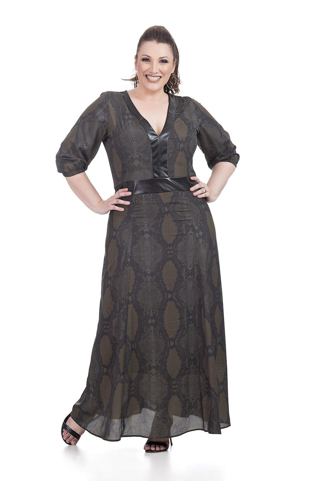 Vestido Longo com Recortes Plus Size